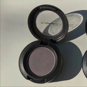"MAC ""Gris"" Eyeshadow"